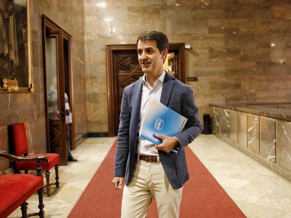 Pedro Navarro, este lunes, antes de su comparecencia en el Ayuntamiento de Zaragoza.