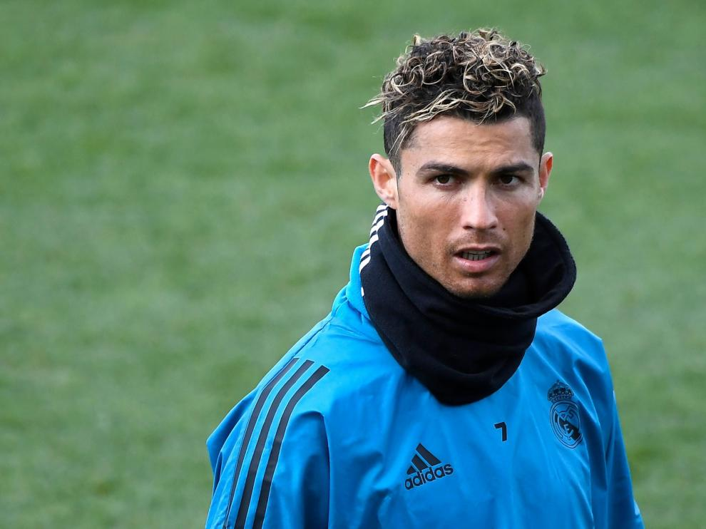 Cristiano Ronaldo, durante el entrenamiento de este lunes.