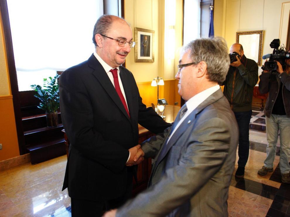 El presidente aragónes, Javier Lambán, recibe al nuevo Justicia de Aragón, Ángel Dolado.