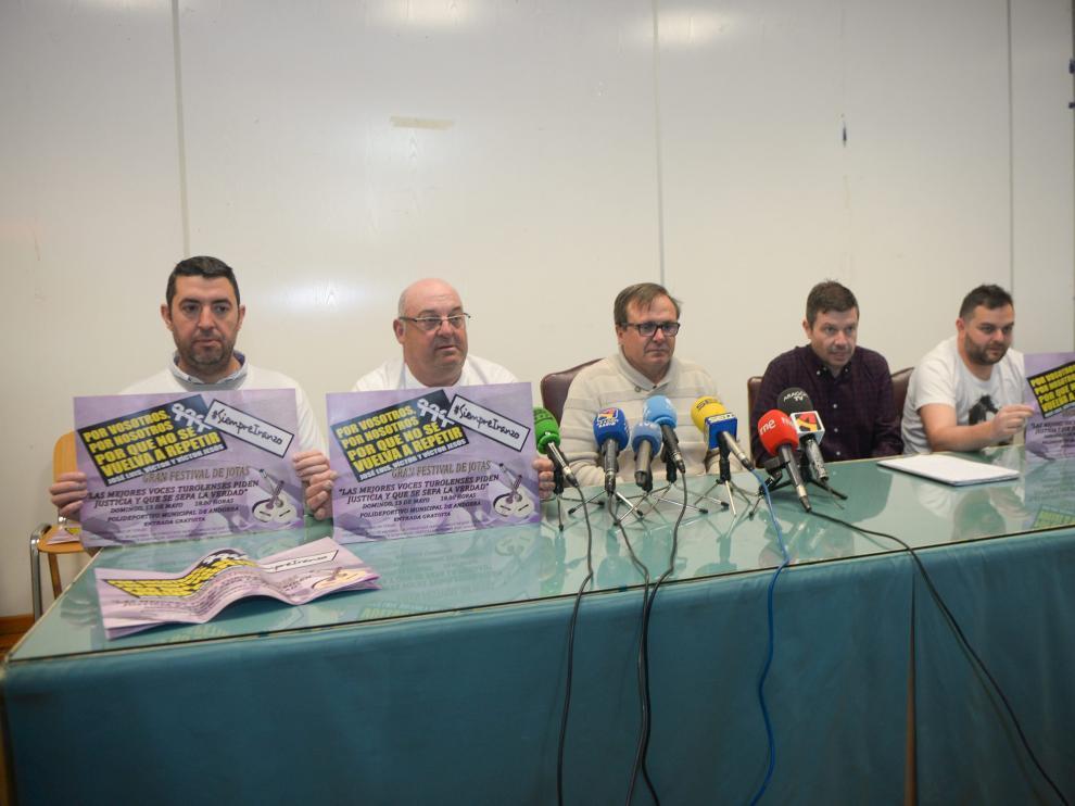Rueda de prensa de los amigos de Iranzo sobre el festival de jotas.