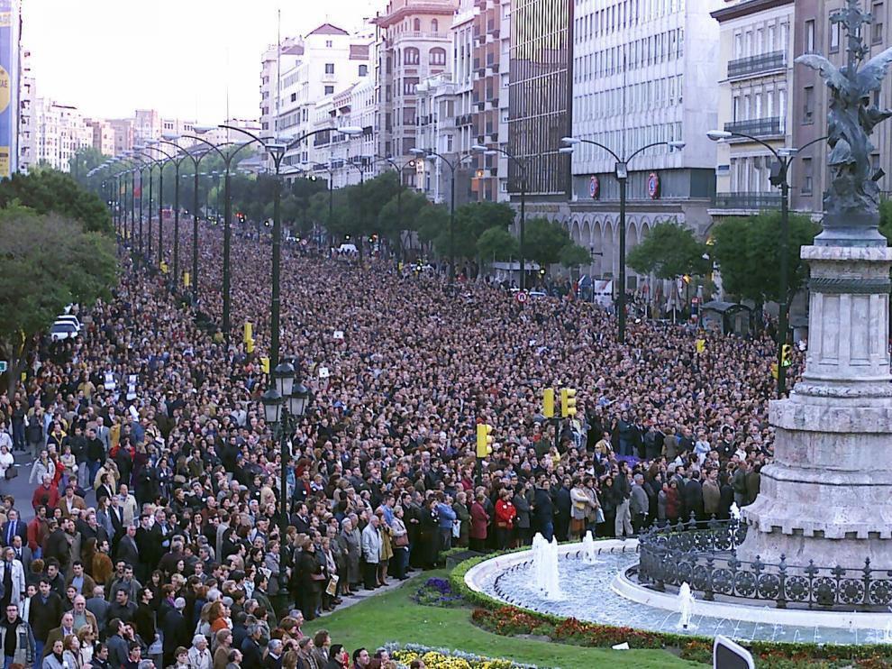Manifestación en Zaragoza, el 7 de mayo de 2001, en repulsa por el asesinato de Manuel Giménez Abad.