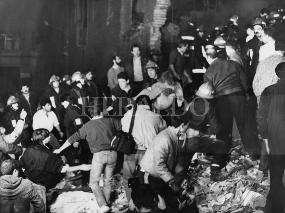 ETA cometió el atentado más sangriento de cuantos ha llevado a cabo en Aragón el 11 de diciembre de 1987, asesinando en la casa cuartel de la avenida Cataluña de Zaragoza a 11 personas, entre quienes se encontraban 5 niñas y un joven de 17 años.
