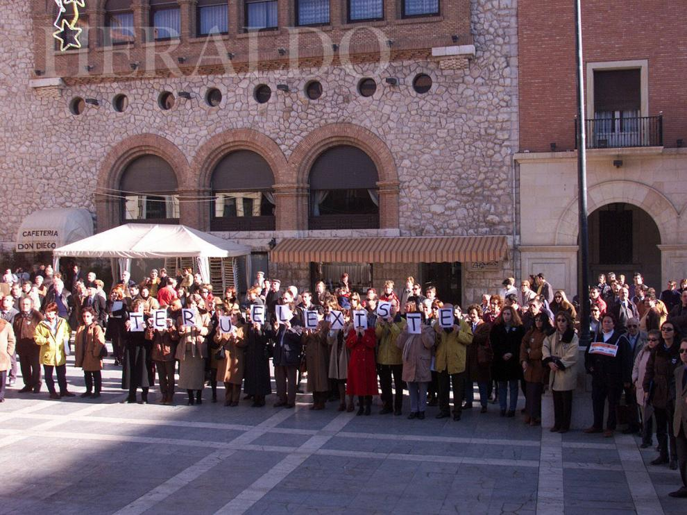 Primera movilización de la historia de Teruel Existe el 1 de diciembre de 1999 con un paro silencioso de cinco minutos seguidos.