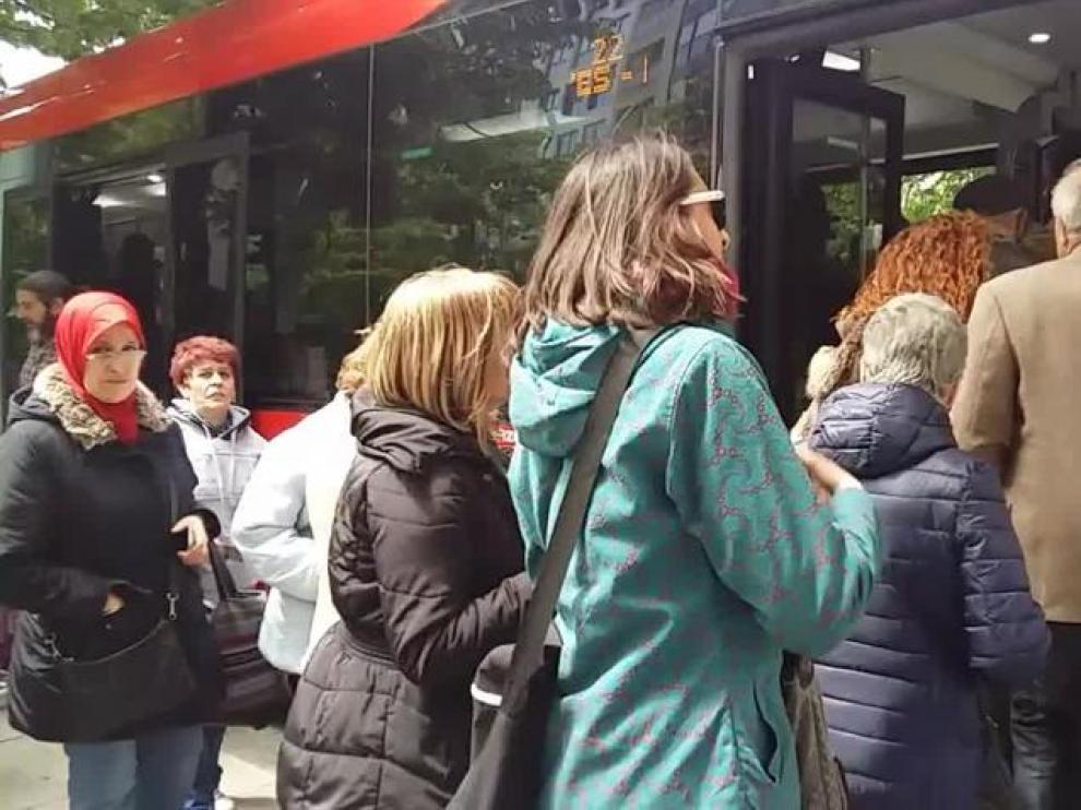 Esperas de media hora en una nueva jornada de huelga de los autobuses de Zaragoza