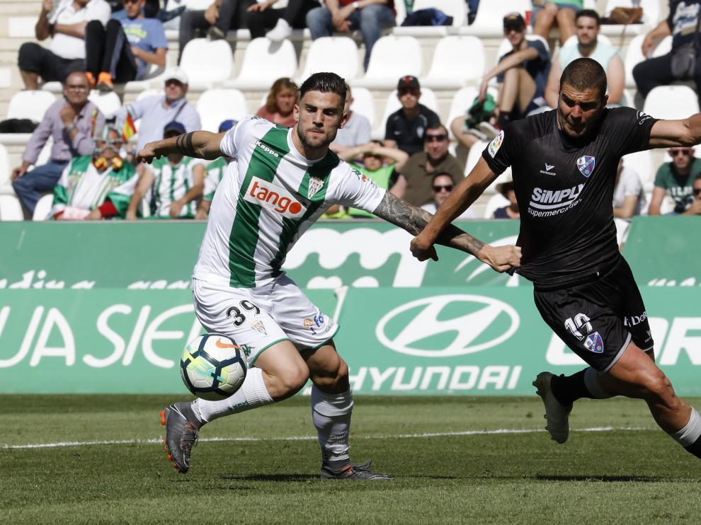 El Huesca suma un cuarto triunfo consecutivo y se sitúa líder
