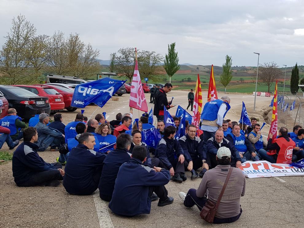 Protesta de los funcionarios a primera hora de este lunes.