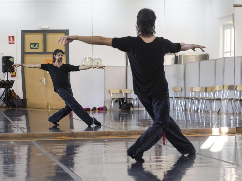 El bailarín zaragozano Miguel Ángel Berna, durante un ensayo.