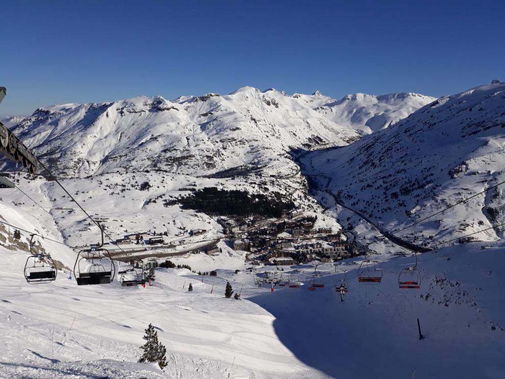 Una imagen de archivo de Candanchú, la emblemática estación de esquí y decana en España, ubicada en pleno valle del Aragón.