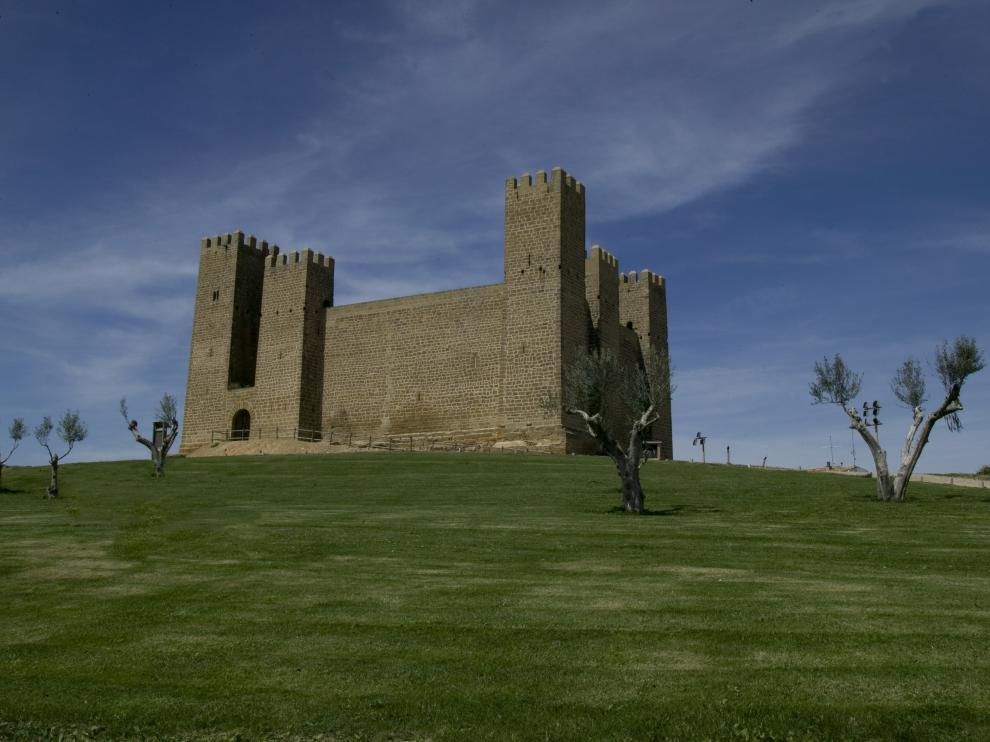 El castillo de Sádaba se alza sobre la localidad cincovillesa.