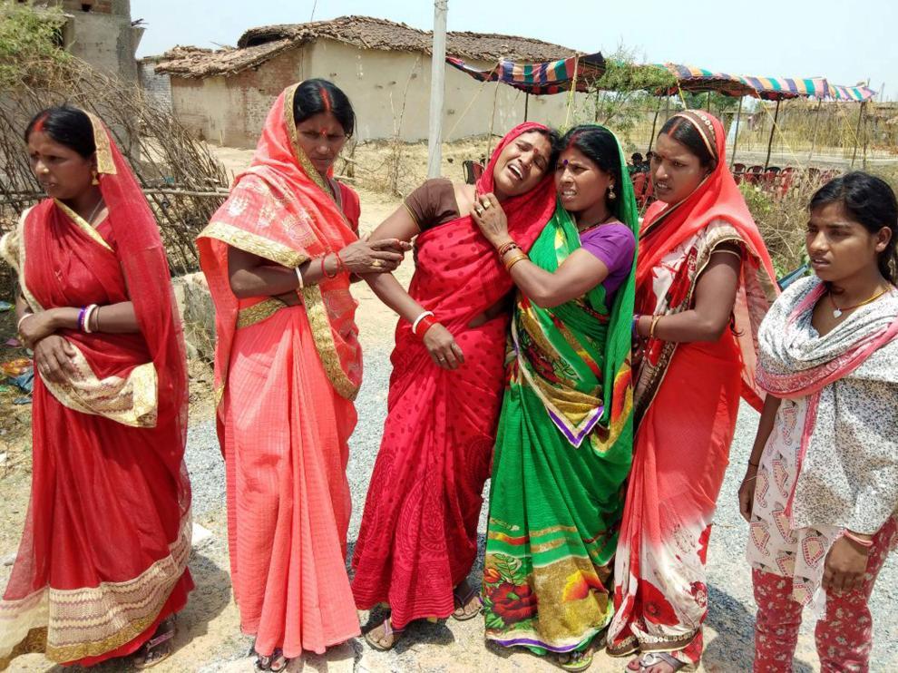 Familiares de las victimas lloran su pérdida en el Estado de Jharkhand, en el este del país