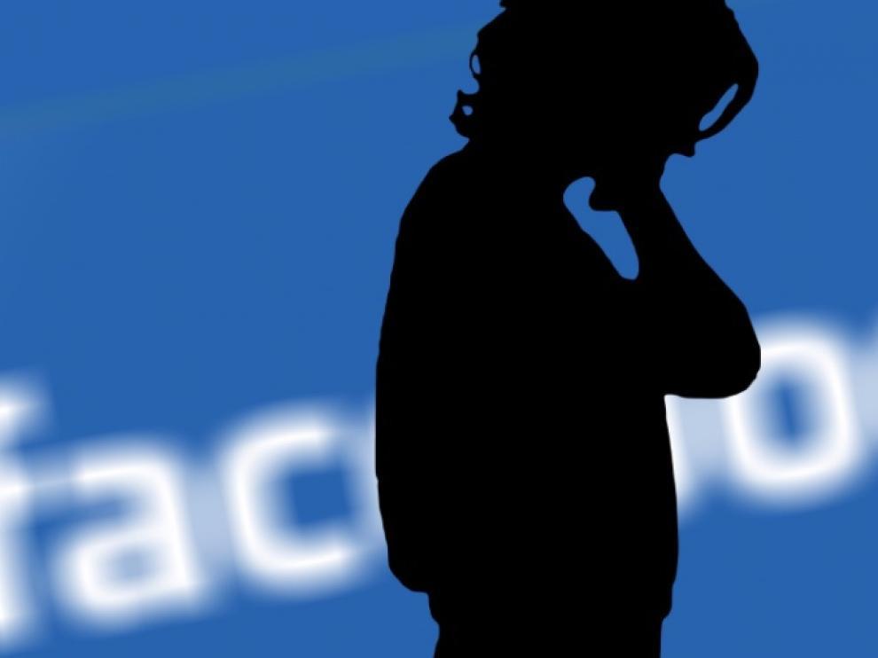 La consultora Cambridge Analytica fue fundada en 2013 y ha sido acusada de haber robado información de millones de usuarios de Facebook sin su permiso, mediante una aplicación que compartían los usuarios de la red social. Una herramienta  consiguió 'cocinar' estos datos para llegar a crear perfiles psicológicos. Mediante la introducción de noticias falsas en Facebook, influyeron  en campañas como la de Donald Trump o el 'brexit'.