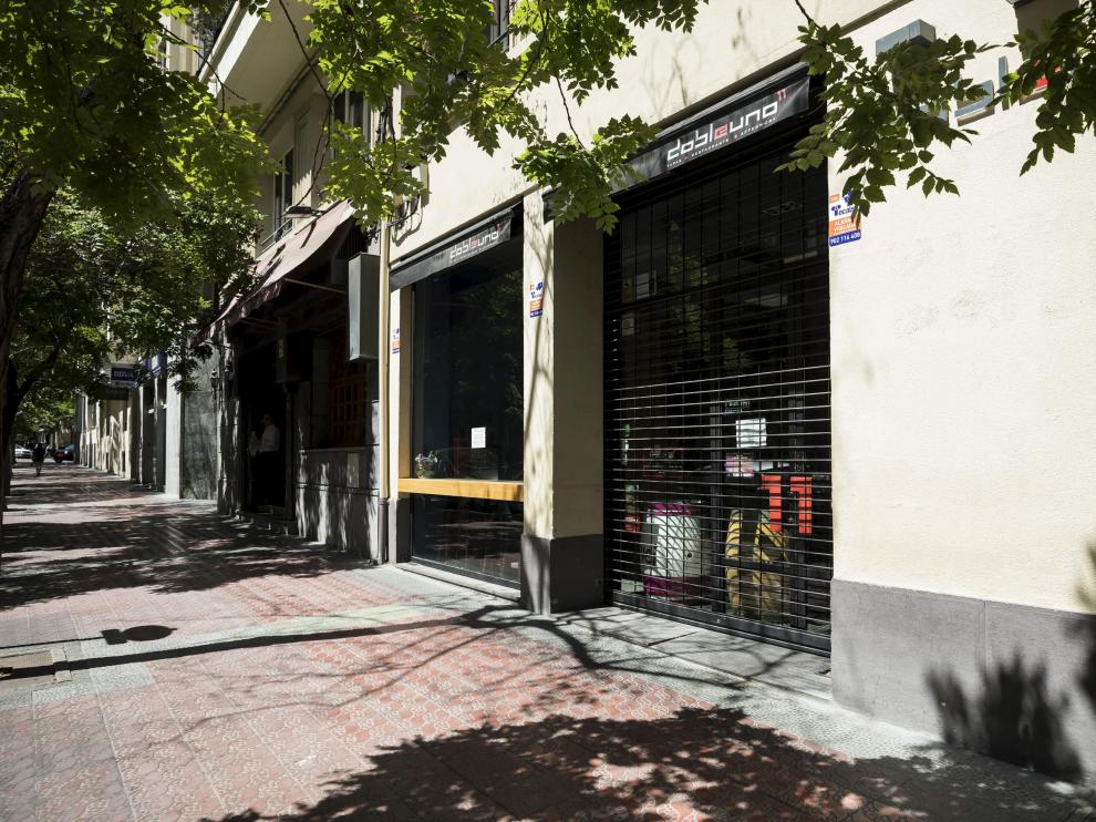 La calle de Costa concentra un gran número de locales que funcionan desde primera  hora del día hasta la noche.