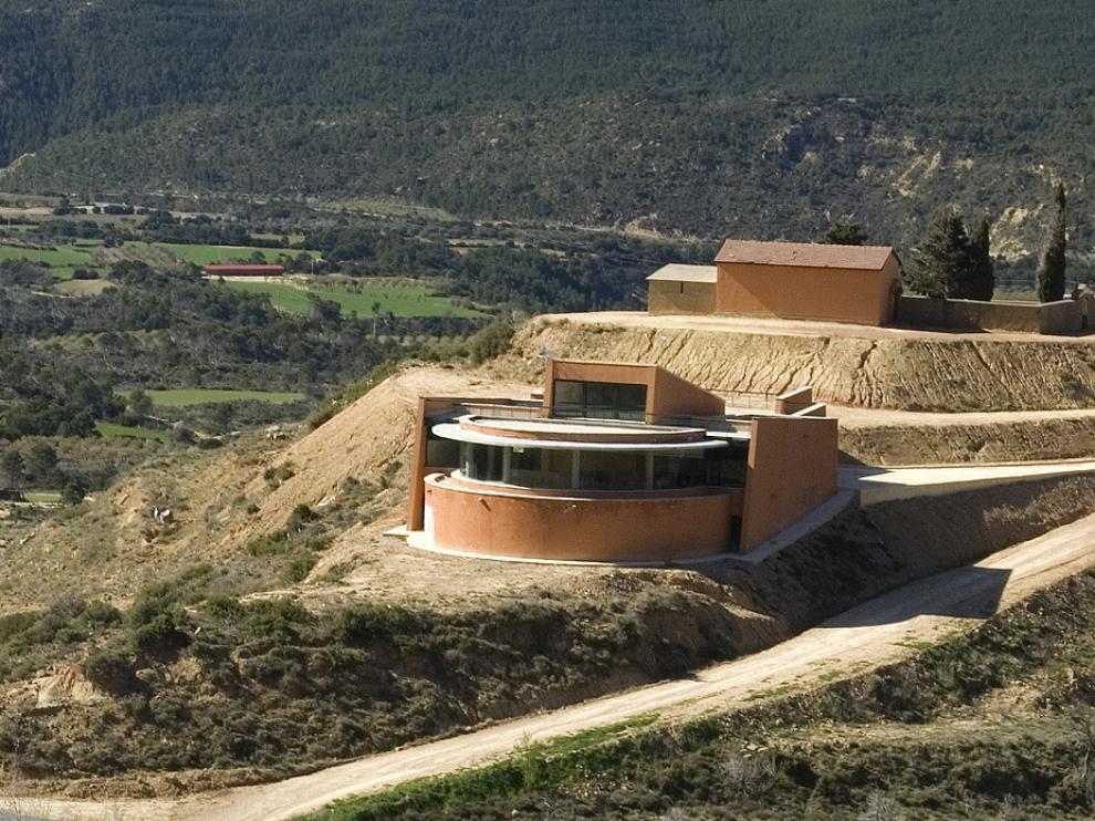 El centro Arcaz se sitúa en Riglos, en el entorno de los mallos.