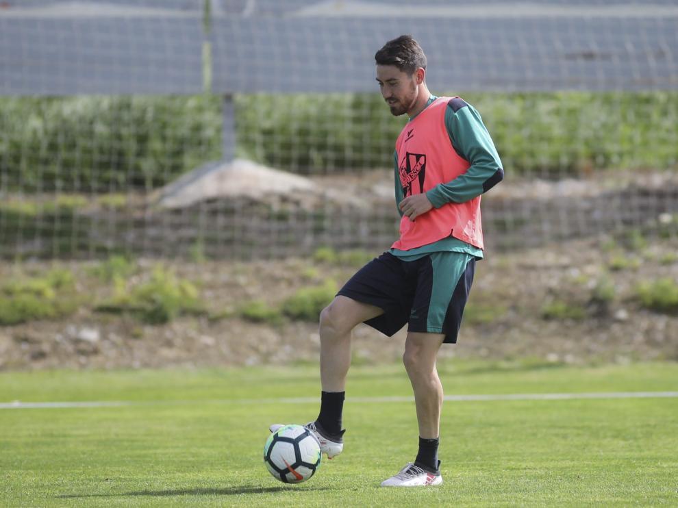 El centrocampista alicantino Moi Gómez durante el entrenamiento de este jueves en el Instituto Montearagón.