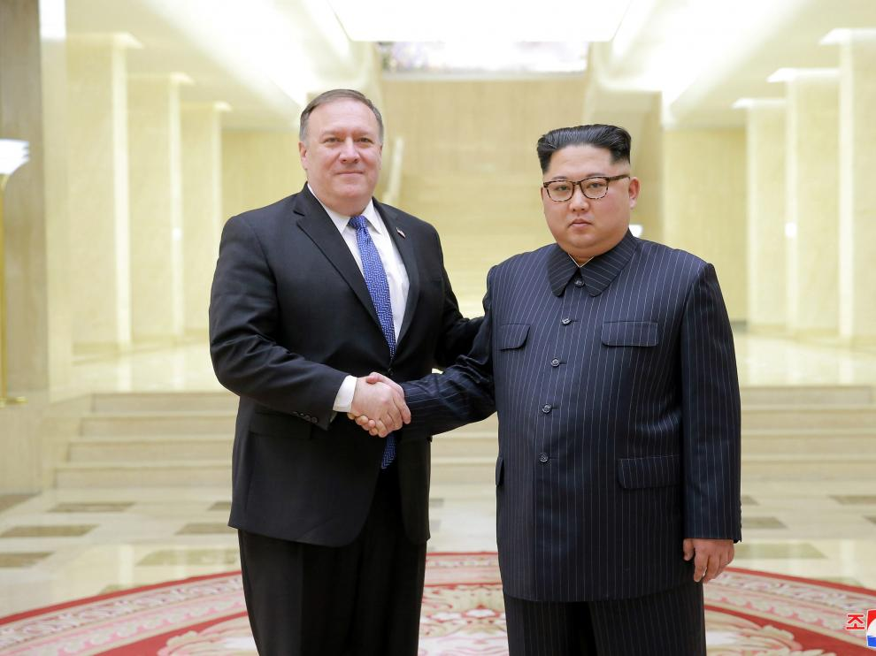 Kim Jong-un, en una reunión con Mike Pompeo para preparar la cumbre con Trump.