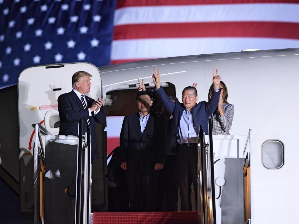 Donald Trump y Melania recibieron a los estadounidenses liberados por Corea del Norte.