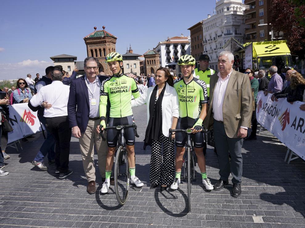 Barceló y Samitier, en la salida de la primera etapa de la pasada Vuelta Aragón.