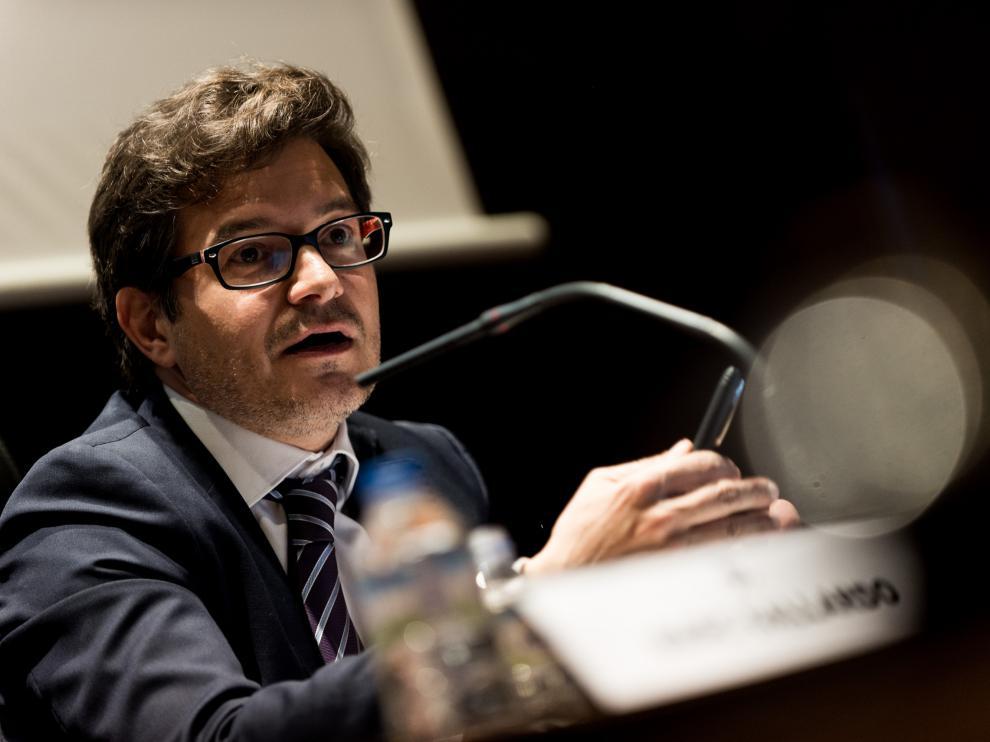 El abogado Marc Gallardo durante su ponencia en el Colegio de Abogados de Zaragoza.