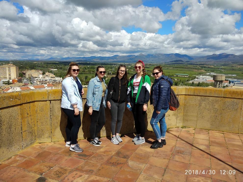 El grupo de alumnas aprovechó también para conocer la ciudad. En la imagen, en la Catedral de Huesca.