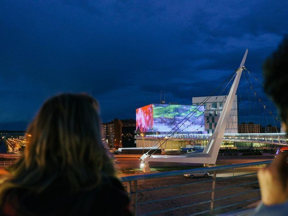 El edificio de Etopia, en Zaragoza, exhibe los trabajos de su Academia Fachada