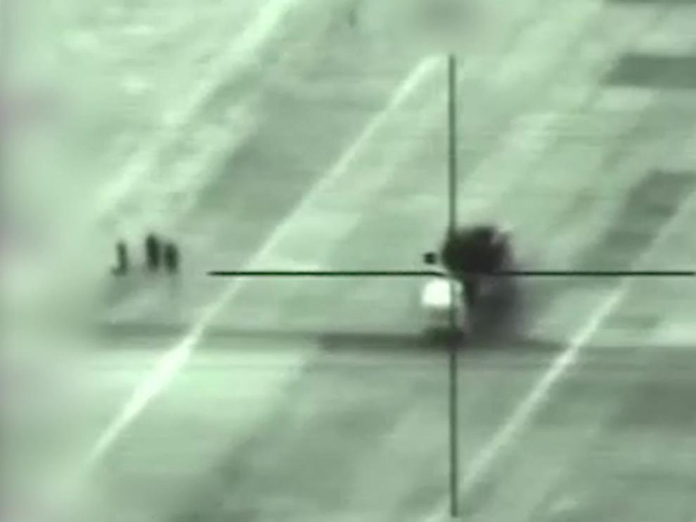 Un lanzamisiles sirio en el objetivo de mira durante un bombardeo israelí.