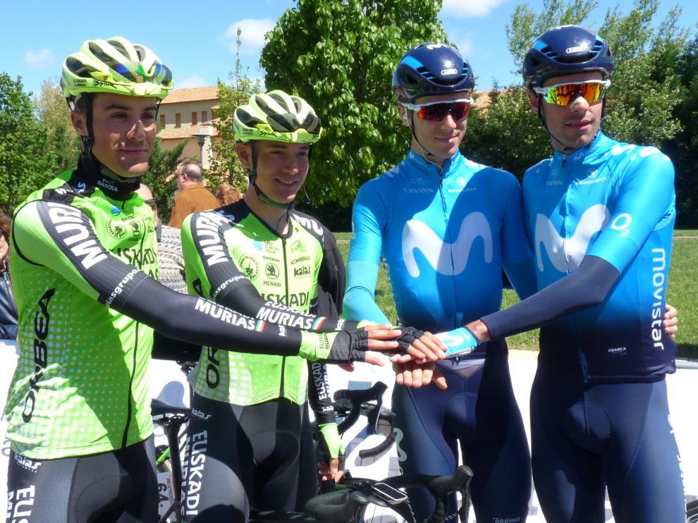 Fernando Barceló, Sergio Samitier, Jaime Castrillo y Jorge Arcas, en la salida de la Vuelta Aragón en Sabiñánigo.