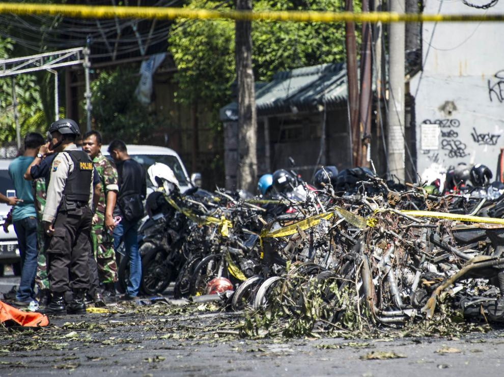 Restos de uno de los atentados en Surabaya.
