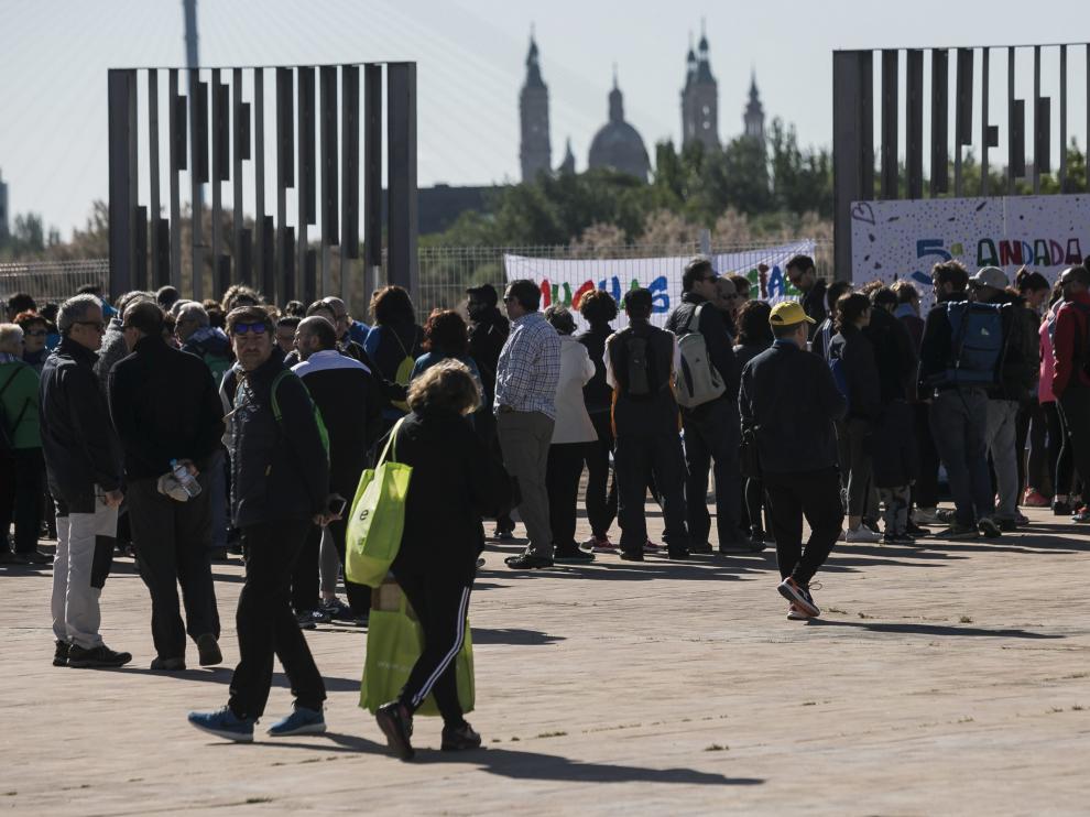 La marcha solidaria fue en parque del Agua.