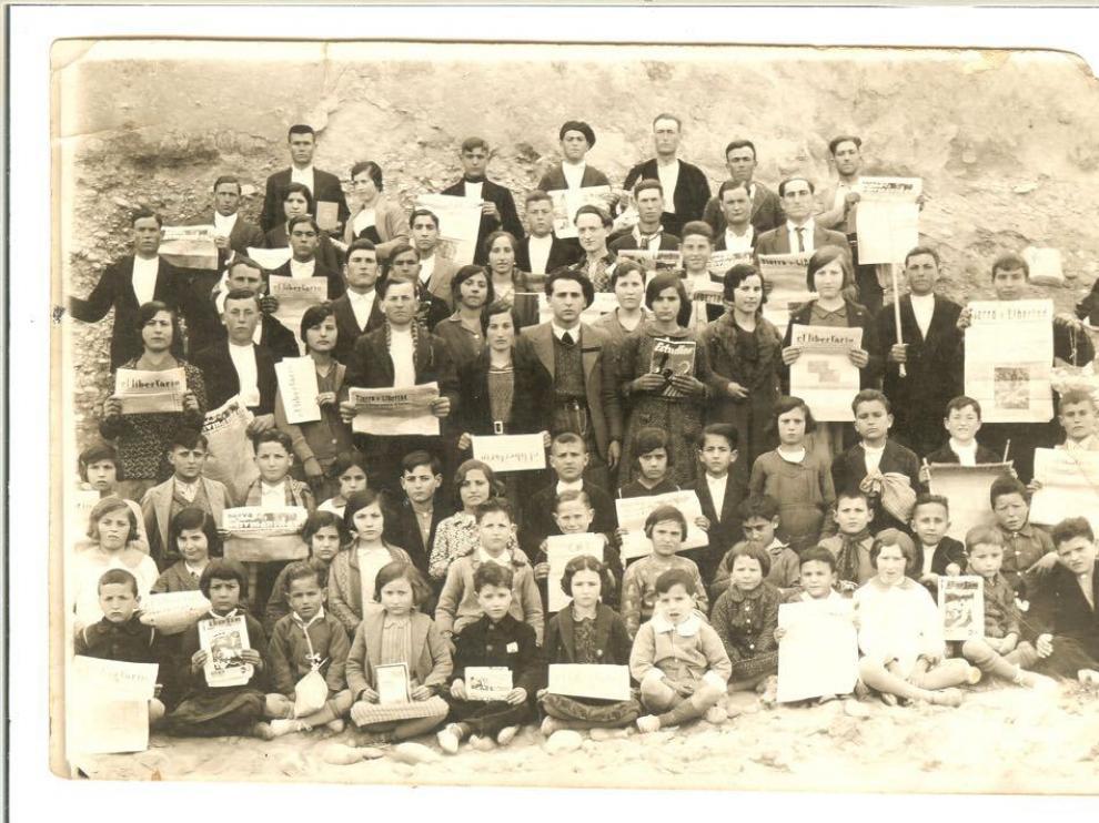 Los alumnos de la escuela racionalista de Mas de las Matas posan en 1933.