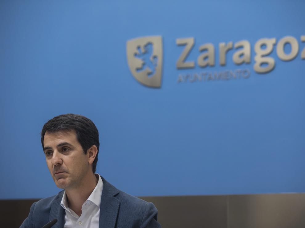 El concejal Pedro Navarro, en una comparecencia en el Ayuntamiento de Zaragoza.