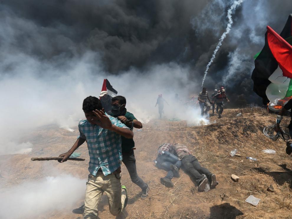 Manifestantes palestinos protestan contra el traslado de la embajada estadounidense y el 70º aniversario de la creación de Israel