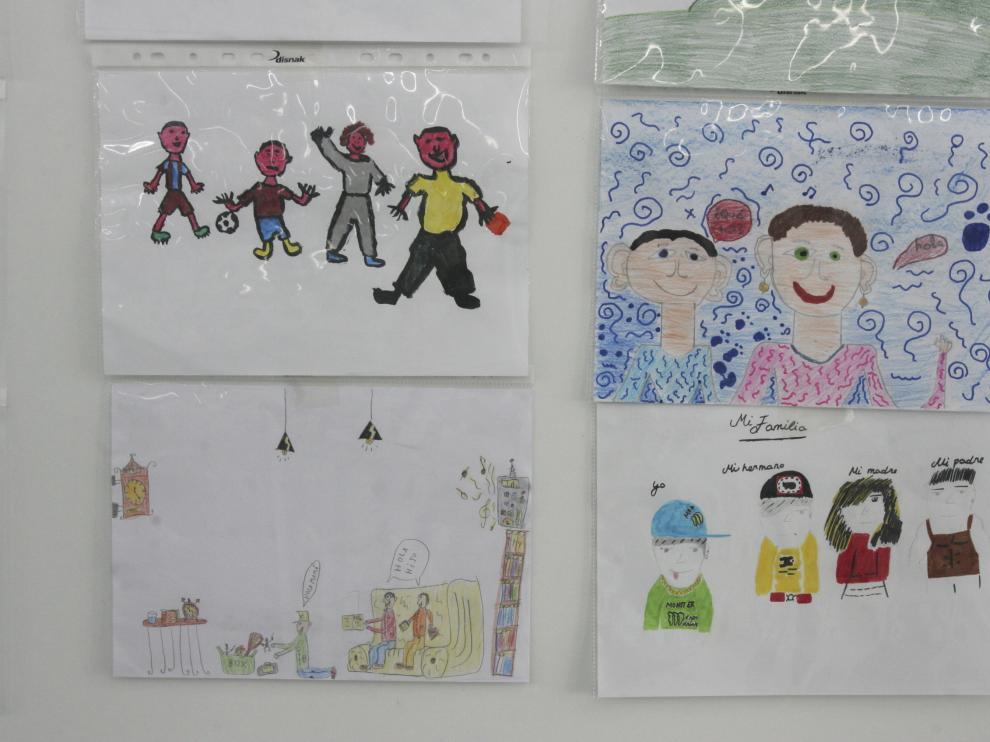 Imagen de archivo de dibujos escolares de niños oscenses con motivo del Día de la Familia.