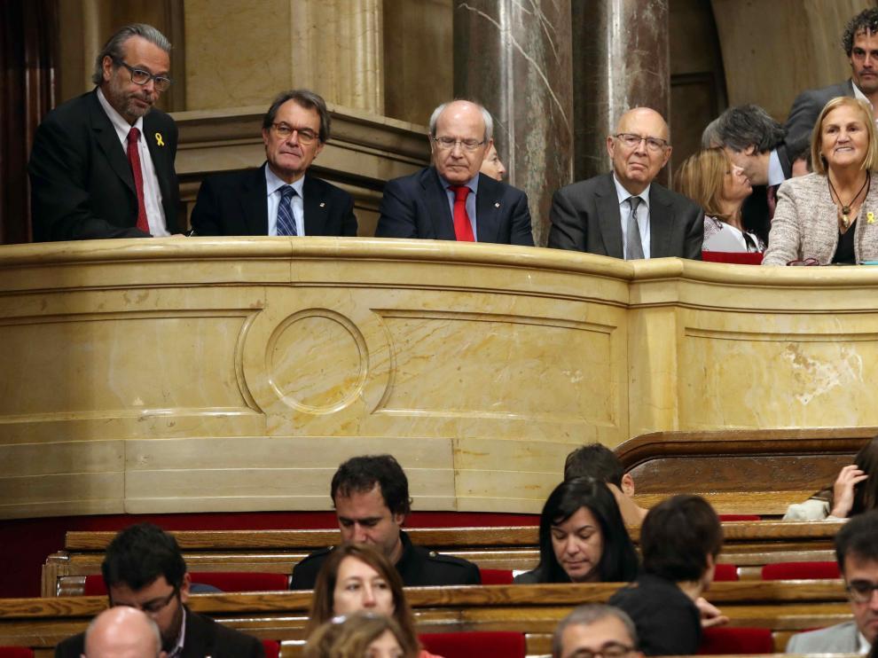 Mas, Montilla y familia de Torra, en la tribuna de invitados del Parlament