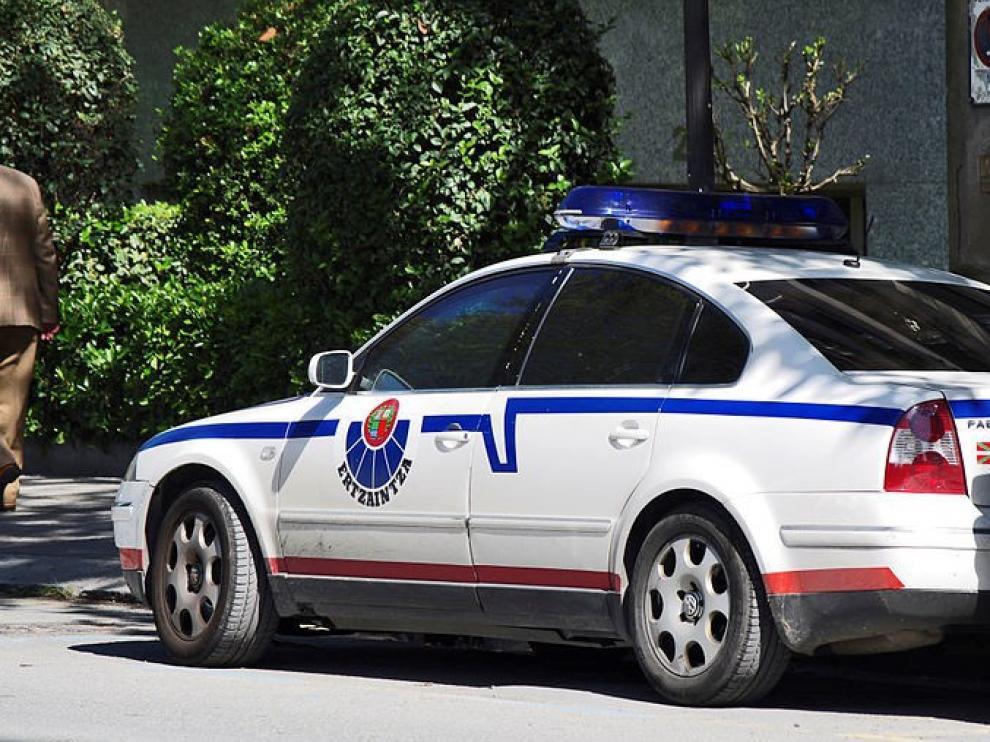 El coche patrulla de la Ertzainzta circulaba sin la ITV, que debía haber pasado en enero.