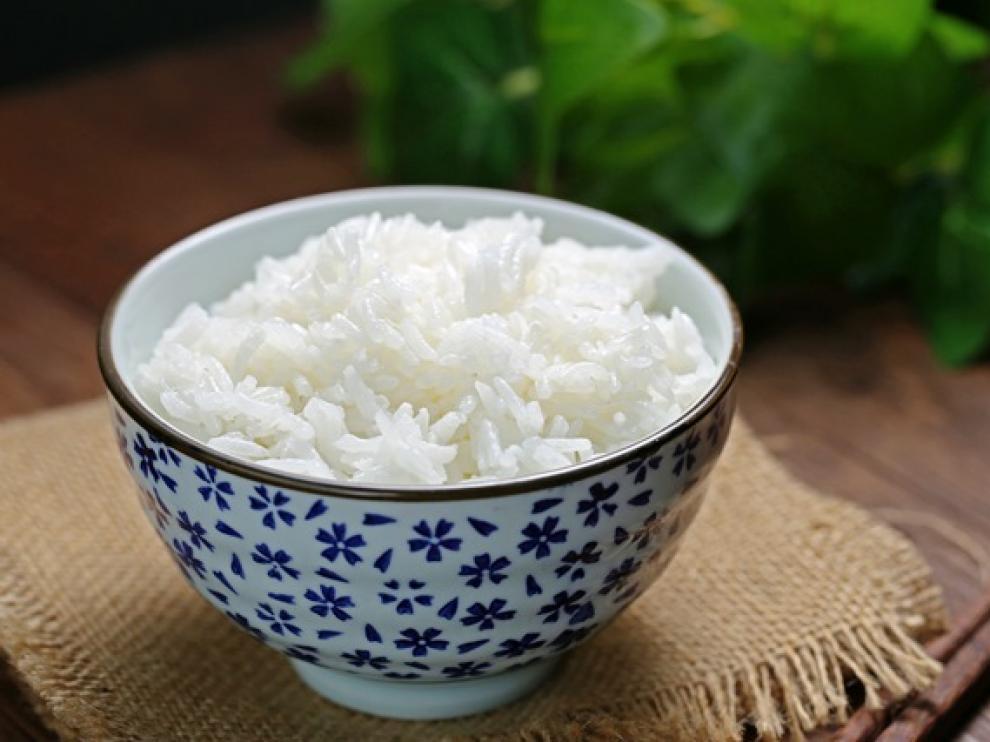 Es recomendable consumir el arroz recién hecho por su textura y porque pueden desarrollarse bacterias.