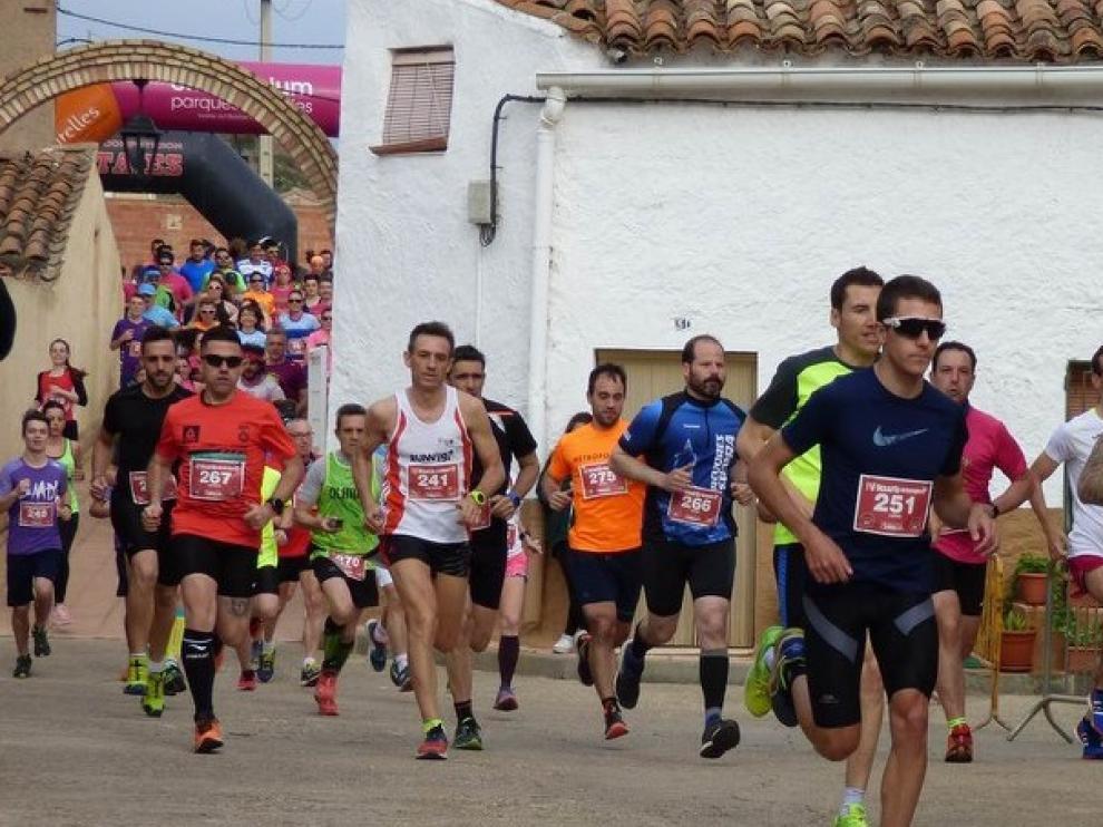 Paso de los participantes del IV Desafío Herrerino por Herrera de los Navarros