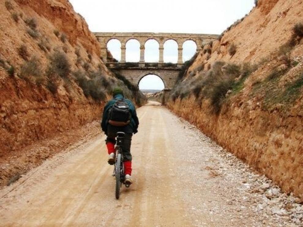 La Vía Verde del Zafán discurre por 130 km entre La Puebla de Híjar y Tortosa.