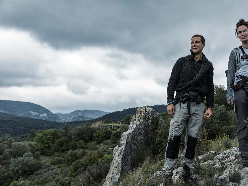 Bear Grylls y Lena Headey durante el rodaje en la provincia de Huesca.