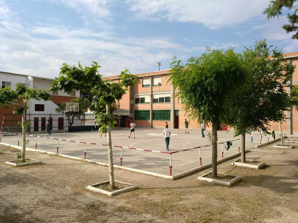 Imagen del patio del colegio de Pina de Ebro.