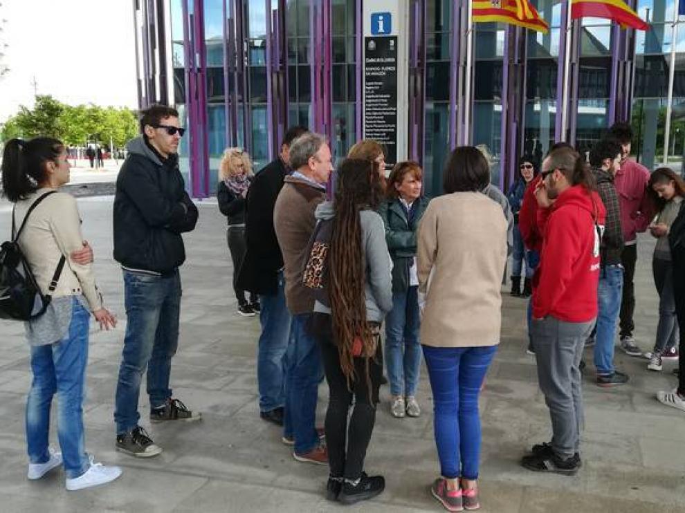 Familiares y amigos de la familia de la madre del menor se concentraron el pasado lunes en la Ciudad de la Justicia.