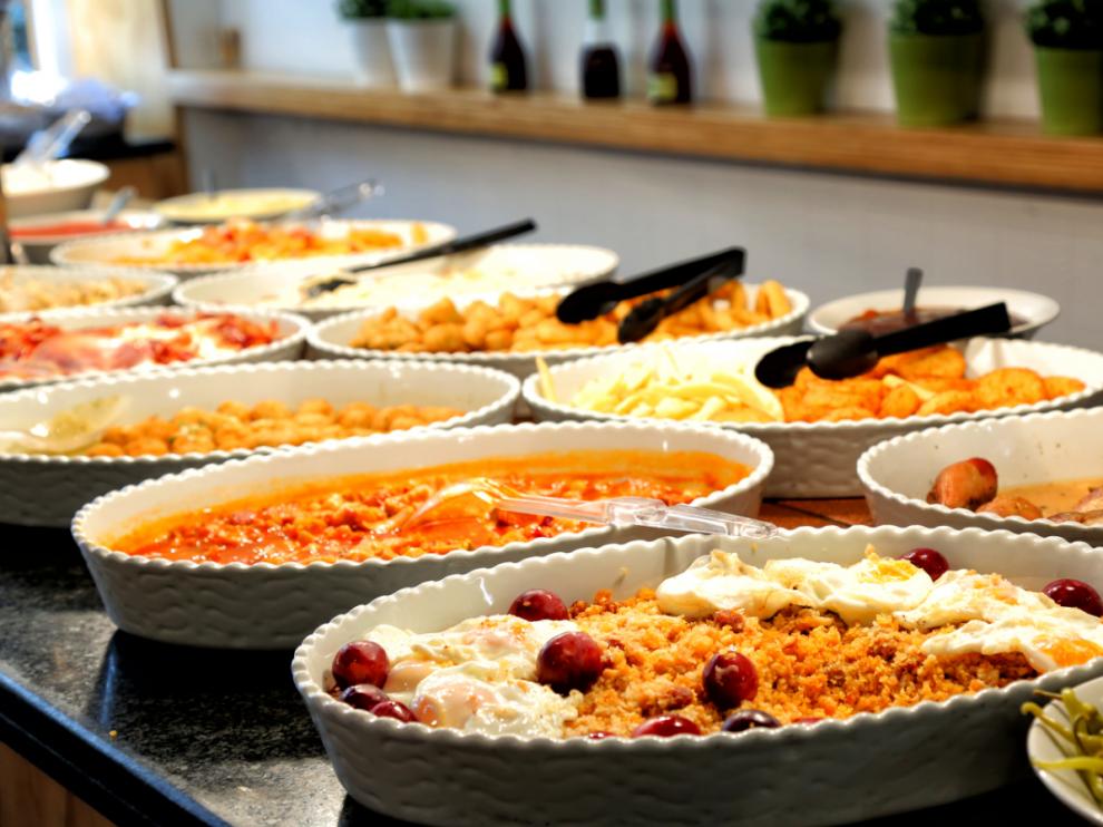 Las migas son uno de los platos estrella del buffet.