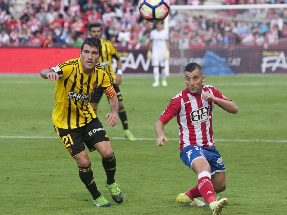 Zapater, en el partido de la penúltima jornada del año pasado en Gerona, donde el Real Zaragoza logró la salvación matemática de la categoría tras un pésimo curso, al empatar 0-0 ante los catalanes, que ascendieron con ese punto.