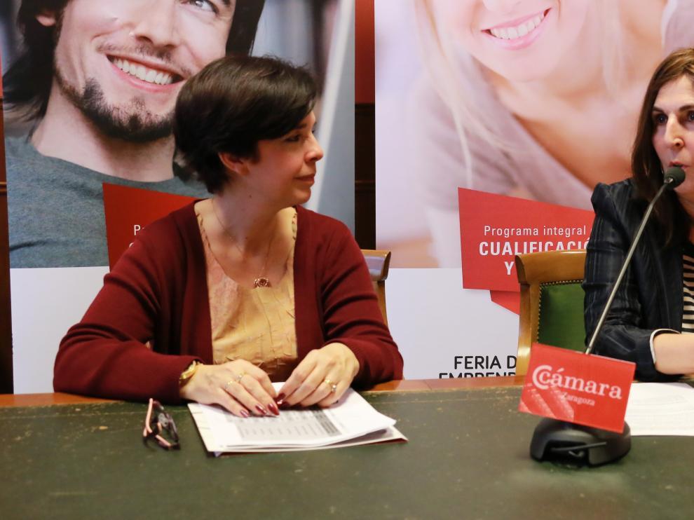 Pilar Férnández y Ana Muñoz, directora del área de Formación y Empleo y coordinadora del programa PICE, hoy, en la presentación de la feria