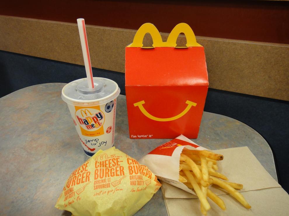 La cadena quiere fomentar el consumo de frutas, verduras, lácteos, cereales integrales y agua en el Happy Meal.