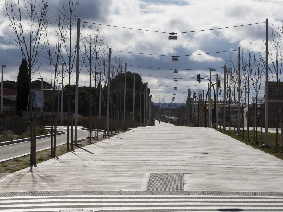 Vista del corredor verde del barrio Oliver y Valdefierro en Zaragoza.