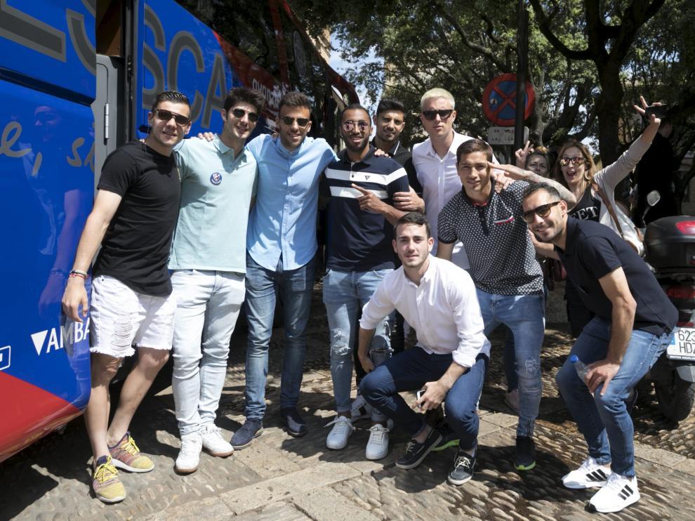 Los jugadores del Huesca, en imagen un grupo de ellos en la recepción del miércoles en el Ayuntamiento, han vivido unos días intensos.