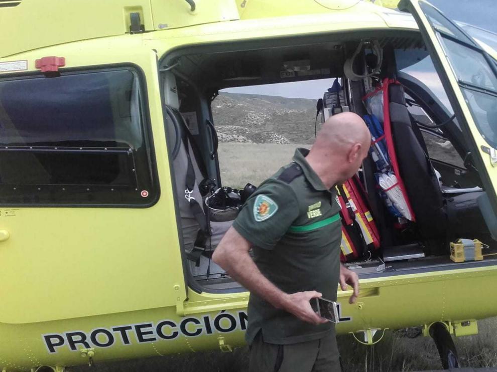 Helicóptero del 112 en el campo de San Gregorio en el rescate del ciclista