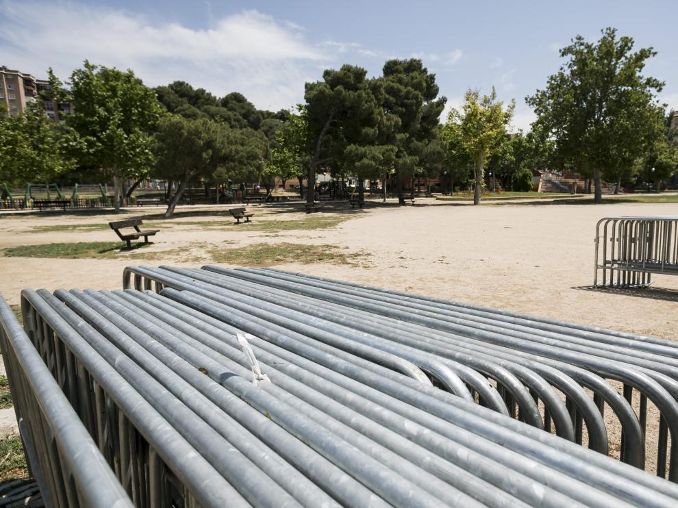 Decenas de vallas se han desplegado ya por el parque del Tío Jorge para la fiesta.
