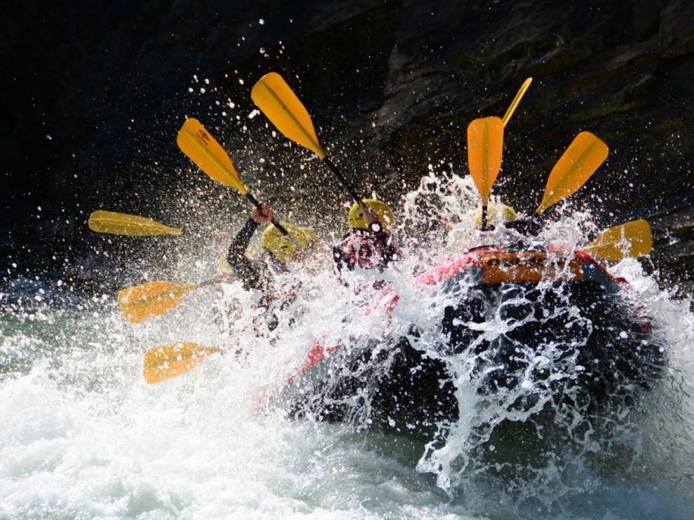 Un trepidante descenso en rafting por las aguas bravas del Gállego.