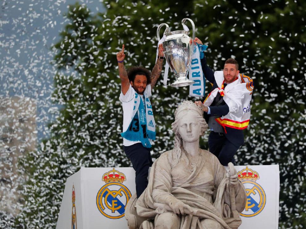 El Real Madrid celebra la decimotercera Champions League con su afición y recibe medallas de chocolate